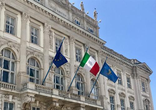 Nella foto il palazzo della Regione Autonoma Friuli Venezia Giulia a Trieste, in piazza dell'Unità d'Italia.