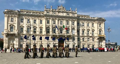 Uno scatto di piazza dell'Unità d'Italia a Trieste durante le celebrazioni della Festa della Repubblica.