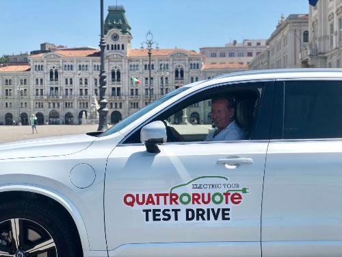 Nella foto l'assessore regionale all'Ambiente ed energia, Fabio Scoccimarro, oggi a Trieste durante il test drive nell'ambito dell'Electric tour organizzato da Quattroruote.