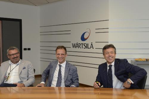 Massimiliano Fedriga (Governatore Regione Friuli Venezia) con Guido Barbazza (Presidente Wärtsilä Italia) in visita allo stabilmento Wärtsilä di Bagnoli della Rosandra