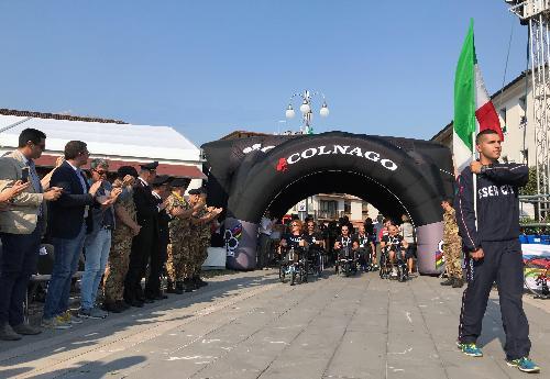 L'ingresso della nazionale italiana durante la cerimonia di apertura dei mondiali di paraciclismo a Maniago