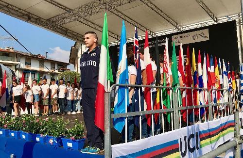 Le bandiere delle varie nazionali presenti a Maniago ai mondiali di paraciclismo