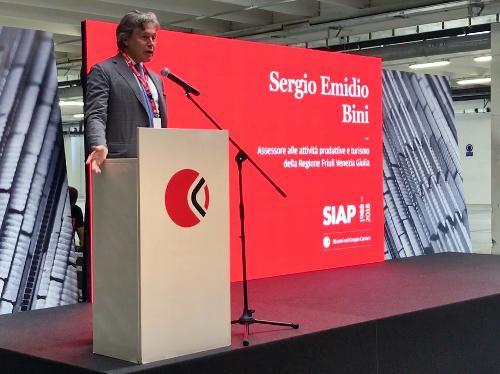 Ll'assessore alle Attività produttive Sergio Emidio Bini alla cerimonia per i 30 anni dell'azienda Siap a Maniago.