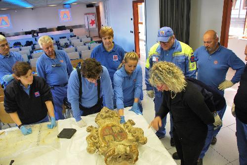 Volontari di Protezione Civile durante la formazione con esperti per il recupero di beni culturali in situazioni di emergenza - Palmanova, 30 settembre 2018