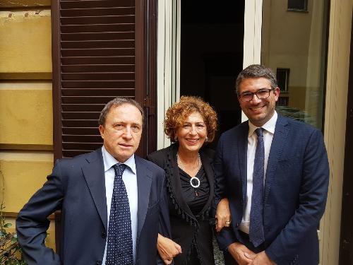 L'assessore alla Sicurezza e immigrazione, Pierpaolo Roberti, assieme al vicepresidente della Regione Campania, Fulvio Bonavitacola, e all'assessore alla Famiglia, politiche sociali e del lavoro della Regione Sicilia, Maria Ippolito.