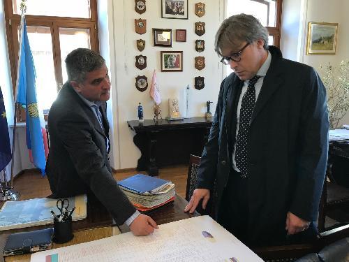 L'assessore al Turismo del Fvg Sergio Emidio Bini e il sindaco di Tarvisio Renzo Zanette