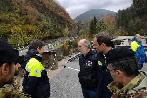 il governatore e il vicegovernatore del Friuli Venezia Giulia, Massimiliano Fedriga e Riccardo Riccardi, durante il sopralluogo a Comeglians