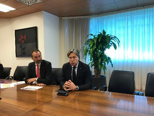 L'assessore regionale al Turismo Sergio Emidio Bini con il direttore generale di PromoTurismo Fvg Lucio Gomiero alla conferenza stampa di presentazione dei dati turistici 2018.