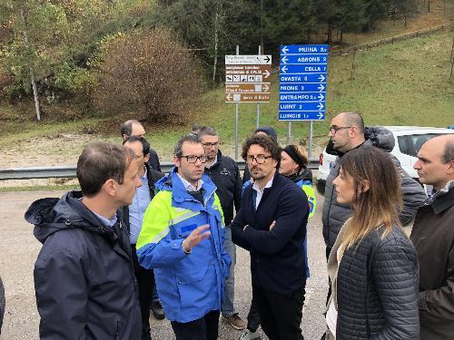 Il ministro alle Infrastrutture Danilo Toninelli e il governatore Massimiliano Fedriga durante il sopralluogo alle zone colpite dal maltempo