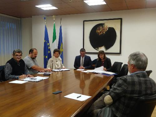 L'assessore regionale alle Autonomie locali, Pierpaolo Roberti, nel corso dell'incontro con il Comitato regionale del volontariato. Udine, 6 novembre 2018
