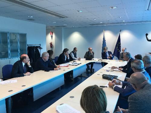 L'assessore alle Attività produttive del Fvg, Sergio Emidio Bini, durante l'incontro odierno, nella sede della Regione a Udine, con il coordinamento dei Consorzi di sviluppo economico locale.