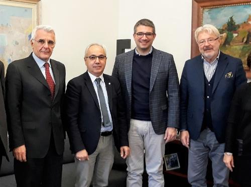 Da sinistra Giovanni Collino (Camera di Commercio Pn-Ud), Mario Pozza (pers. Unioncamere Veneto), l'assessore Pierpaolo Roberti e Antonio Paoletti (pres. Camera di commercio Venezia Giulia)