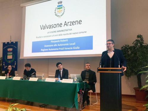 L'intervento dell'assessore regionale alle Autonomie Locali Pierpaolo Roberti durante il convegno svoltosi a Valvasone Arzene