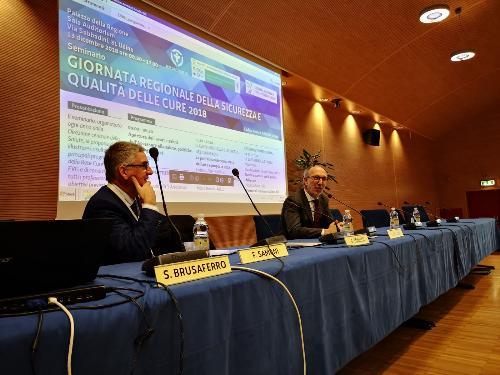 Il vicegovernatore del Fvg con delega alla Salute, Riccardo Riccardi, con il dr. Silvio Brusaferro (AsuiUd), durante il suo intervento alla Giornata regionale della sicurezza e qualità delle cure - Udine, 13 dicembre