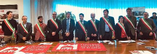"""L'assessore alle Attività produttive Sergio Emidio Bini con i sindaci dei """"Borghi più belli d'Italia"""" del Friuli Venezia Giulia"""