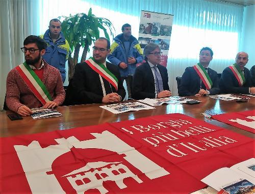 L'assessore alle Attività produttive Sergio Emidio Bini durante la conferenza stampa sull'iniziativa solidale per Sappada