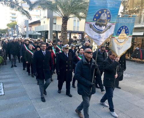 Il corteo lungo le vie di Lignano Sabbiadoro fino alla chiesa parrocchiale di San G. Bosco per la celebrazione della Santa Messa