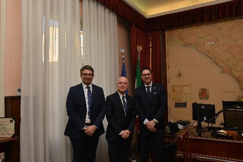L'assessore regionale alla Sicurezza, Pierpaolo Roberti, il questore di Trieste, Giuseppe Petronzi, e il sottosegretario agli Interni, Nicola Molteni.