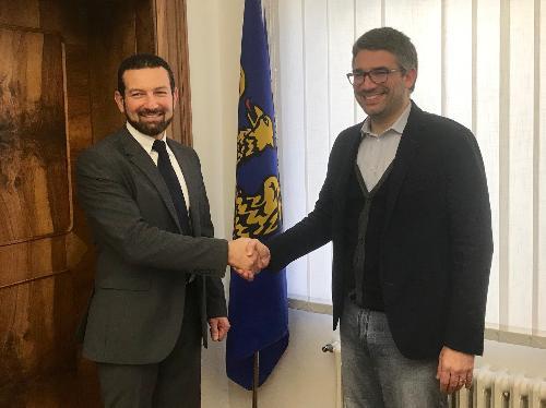 L'incontro, nella sede dell'Arlef, fra l'assessore alle Autonomie locali della Regione Fvg Pierpaolo Roberti e il presidente dell'Agenzia regionale per la lingua friulana, Eros Cisilino.