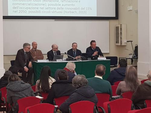 """L'assessore regionale all'Ambiente Fabio Scoccimarro interviene al convegno Uniud """"I cambiamenti climatici: sfide e opportunità per l'Italia e il FVG"""" nella sala Tomadini a Udine."""