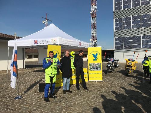 Il vicegovernatore con delega alla Protezione Civile del Fvg, Riccardo Riccardi, con Daniele De Corte, presidente della Motostaffetta Friulana e il direttore della Protezione Civile regionale Amedeo Aristei.