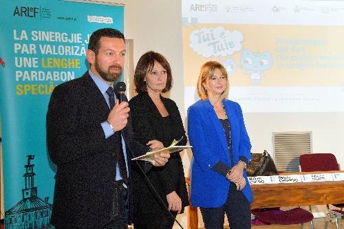 La presentazion di Tui e Tuie cul president de ARLeF Eros Cisilino, l'assessore regjonâl ae Istruzion Alessia Rosolen e  la diretore Usr Patrizia Pavatti