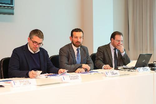 L'assessore regionale alle Autonomie locali Pierpaolo Roberti alla presentazione del nuovo modello gestionale dello Sportello regionale per la lingua friulana assieme al presidente e al direttore di ARLeF Eros e William Cisilino.