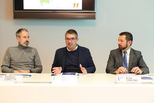 L'assessore regionale alle Autonomie locali Pierpaolo Roberti alla presentazione del nuovo modello gestionale dello Sportello regionale per la lingua friulana assieme al presidente di ARLeF Eros Cisilino e il vicesindaco di Gorizia Stefano Ceretta.