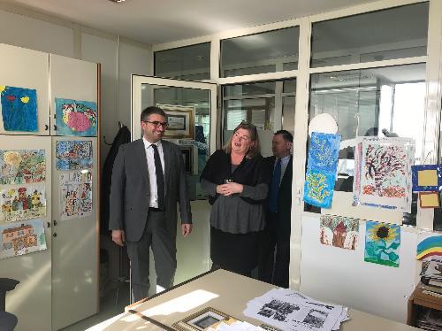 L'assessore regionale alle Autonomie locali e corregionali all'estero Pierpaolo Roberti durante la sua visita alla casa editrice Edit di Fiume-Rijeka