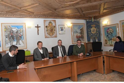 Il governatore Fedriga e l'assessore Roberti nel corso dell'incontro con il sindaco di Sappada Manuel Piller Hoffer e la Giunta comunale.