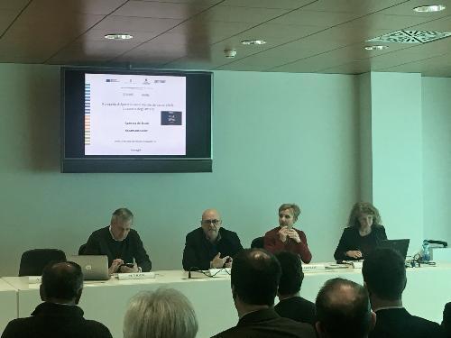L'assessore Callari mentre interviene all'incontro dedicato allo Sportello unico digitale dei servizi