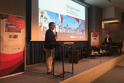 L'assessore Roberti alla presentazione del nuovo portale web istituzionale del Comune di Trieste.