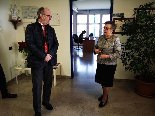 Il vicegovernatore del Friuli Venezia Giulia con delega alla Salute, Riccardo Riccardi, oggi all'hospice dell'associazione via di Natale, con la direttrice Carmen Rosset Gallini.