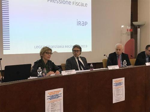 Gli assessori regionali alle Finanze e Patrimonio, Barbara Zilli, e alle Attività produttive, Sergio Emidio Bini, intervenuti all'incontro promosso da Confartigianato sulla legge di Stabilità 2019.