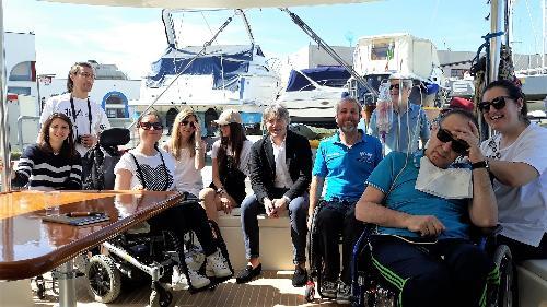 """Bini a bordo con Andrea Stella e i partecipanti al progetto """"Wheels on waves 2019"""""""