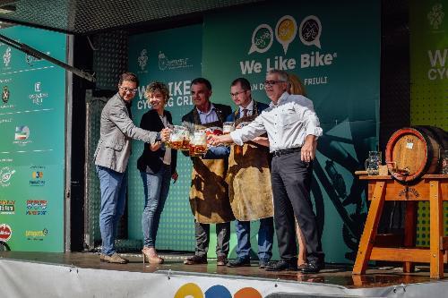 """L'assessore regionale alle Finanze e Patrimonio, Barbara Zilli, a San Daniele del Friuli, all'inaugurazione dell'edizione 'zero' di 'We like bike""""."""