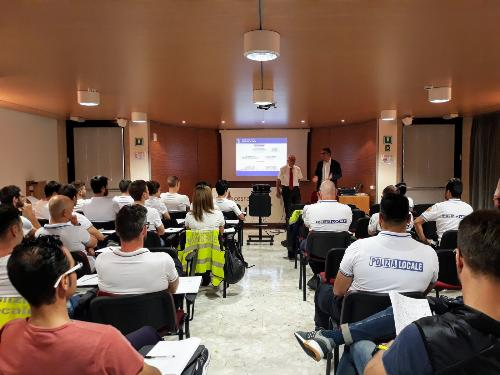 L'assessore alla Sicurezza, Pierpaolo Roberti, e l'ex comandante della Polizia Locale di Trieste, Sergio Abbate, alla Scuola di formazione regionale della Polizia locale.