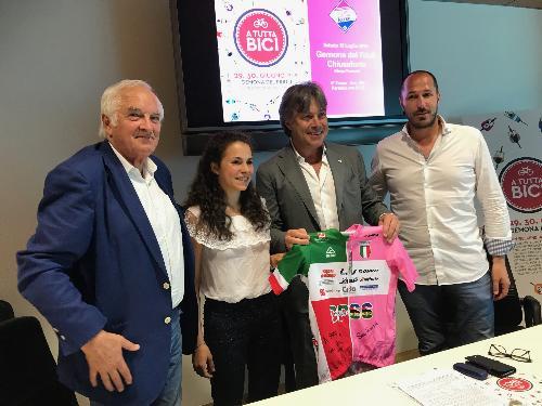L'assessore al Turismo del Friuli Venezia Giulia, Sergio Emidio Bini, in occasione della presentazione della manifestazione A Tutta Bici.