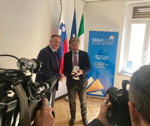 L'assessore regionale alle Attività produttive e turismo, Sergio Emidio Bini, e il ministro per lo Sviluppo economico e tecnologia della Repubblica di Slovenia, Zdravko Počivalšek.