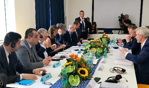 L'incontro bilaterale tra la delegazione della Repubblica di Slovenia guidata dal ministro per lo Sviluppo economico e tecnologia, Zdravko Počivalšek, e quella del Friuli Venezia Giulia guidata dall'assessore regionale alle Attività produttive e turismo, Sergio Emidio Bini.
