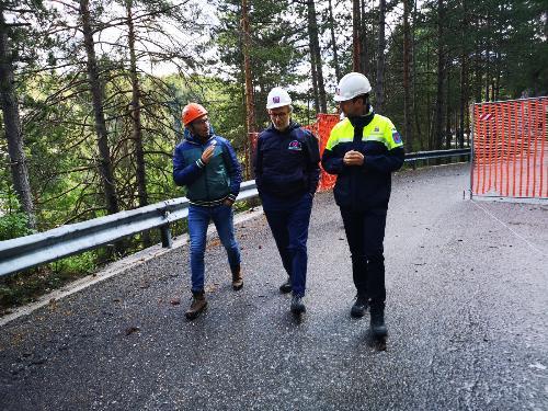 Riccardi assieme al vicepresidente del Consiglio regionale Stefano Mazzolini e al direttore della Protezione civile Amedeo Aristei in Val Dogna