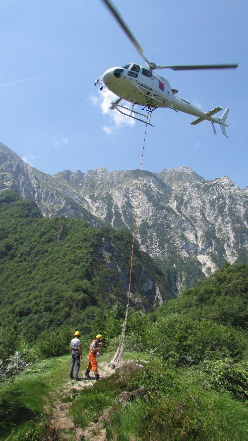 La Protezione civile metterà a disposizione l'elicottero per ristrutturazioni e servizi a favore dei rifugi e bivacchi del Fvg