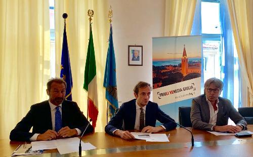Il governatore del Friuli Venezia Giulia Massimiliano Fedriga con l'assessore al Turismo Sergio Emidio Bini e il direttore di PromoTurismoFvg Lucio Gomiero alla presentazione della Instagram Challenge