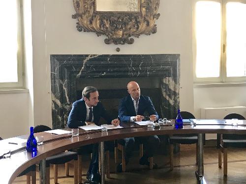 Il governatore del Fvg Massimiliano Fedriga con il presidente di Ance Fvg Roberto Contessi durante l'incontro con il direttivo dell'Associazione nazionale costruttori edili del Friuli Venezia Giulia.