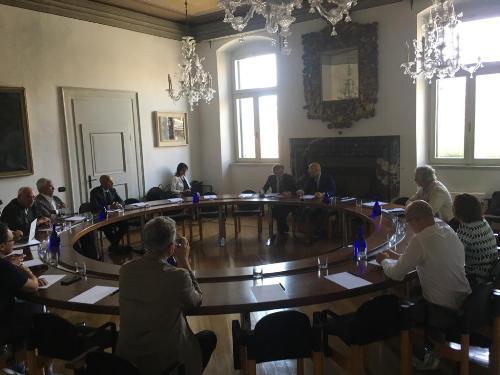 Un momento dell'incontro fra il governatore del Fvg, Massimiliano Fedriga, e il direttivo di Ance Fvg a palazzo Torriani a Udine.