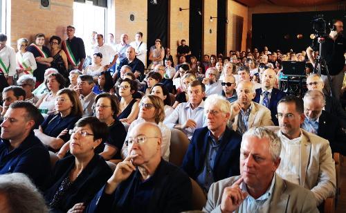 cittadini e amministratori presenti in sala a palmanova