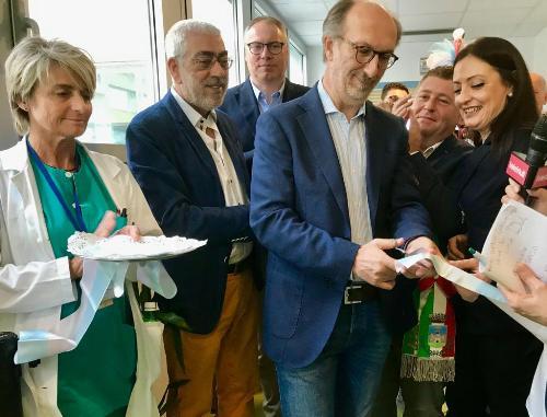 Il vicegovernatore e assessore alla salute, Riccardo Riccardi, al simbolico taglio del nastro della riattivazione del punto nascita di Latisana