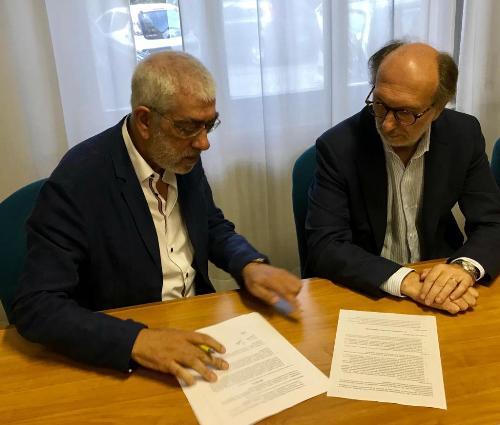 La firma del decreto di attivazione della procedura per il bando per individuare il primario della struttura operativa complessa (Soc) di anestesia e rianimazione dell'ospedale di Palmanova con il vicegovernatore del Fvg Riccardo Riccardi.