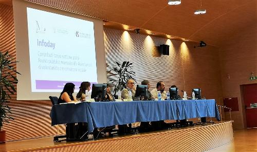 Il tavolo dei relatori all'infoday con il vicegovernatore del Fvg Riccardo Riccardi.