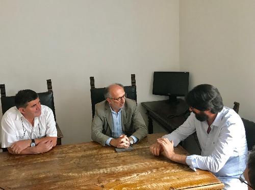 Il vicegovernatore del Fvg, Riccardo Riccardi, con il presidente e il direttore della Croce Rossa Italiana comitato di Udine, Sergio Meinero e Michele Coiutti nella sede di via Pastrengo.